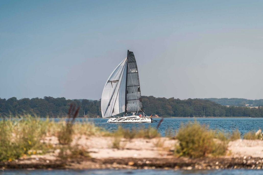 Dragonfly 25 trimaran with spinnaker