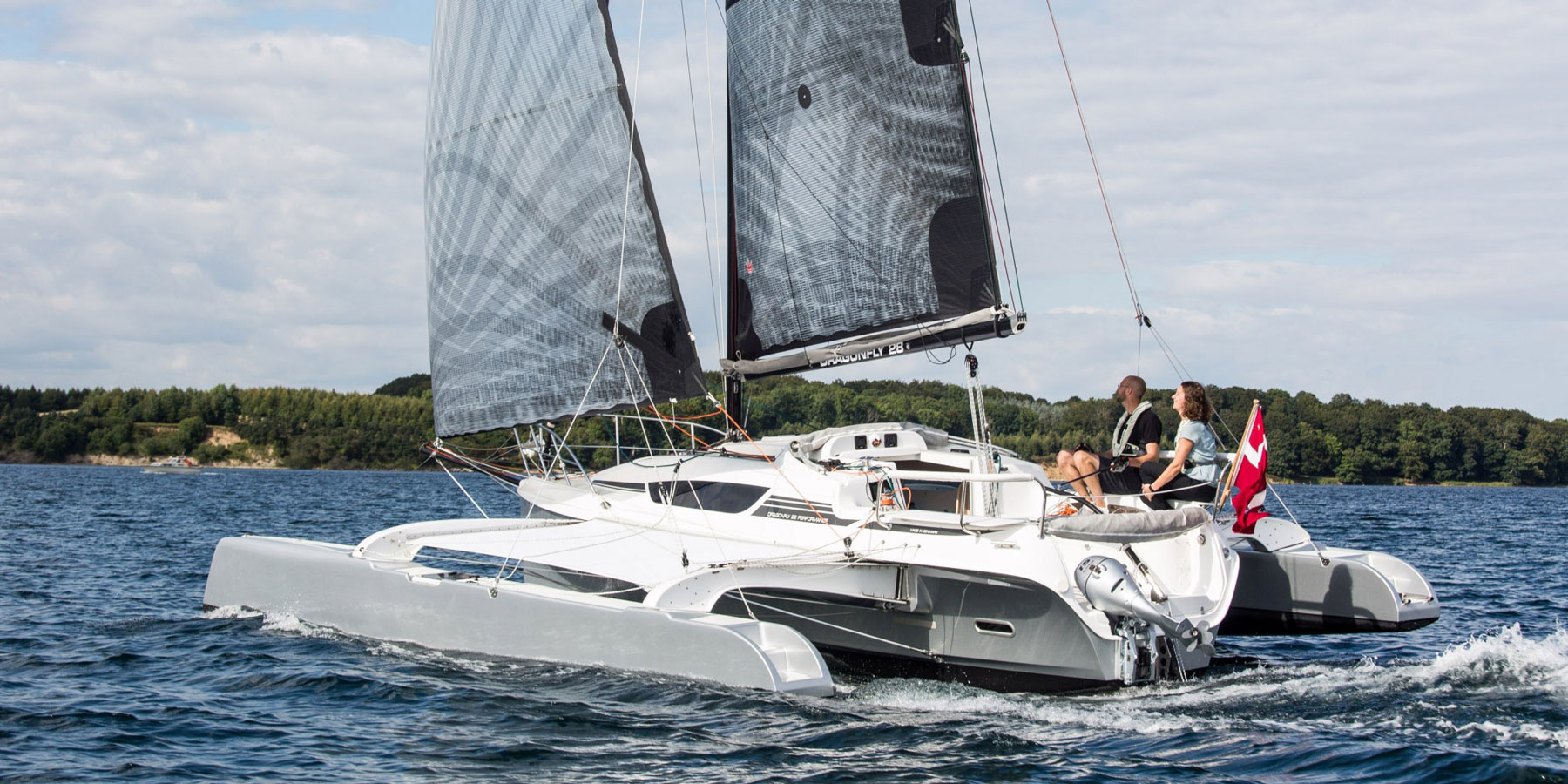 Dragonfly 28 trimaran aft view