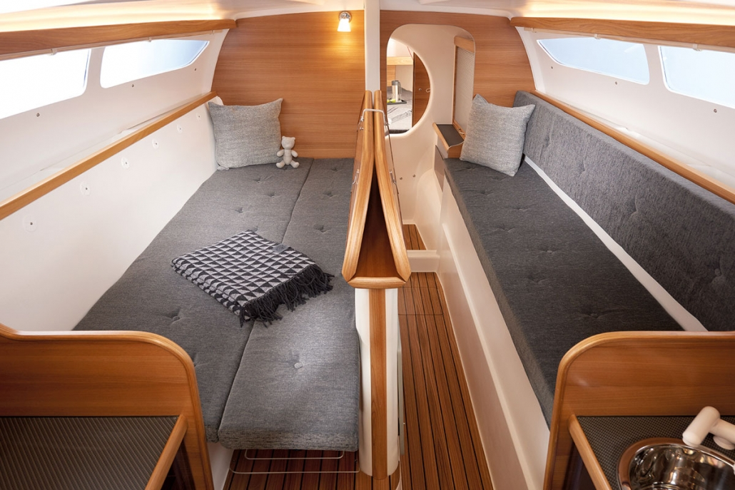 Dragonfly 28 trimaran main cabin berth