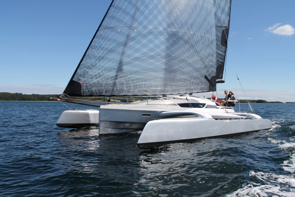 Dragonfly 28 Performance trimaran with code 0
