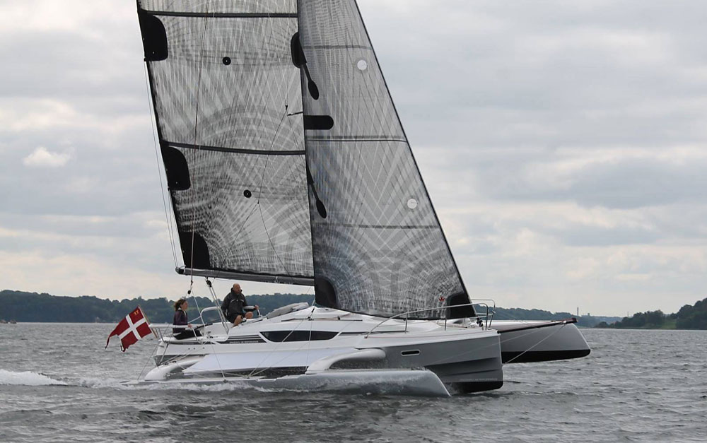 Dragonfly 28 Performance trimaran