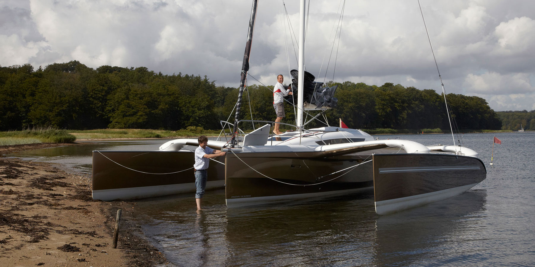 Dragonfly 32 trimaran floats in knee-deep water