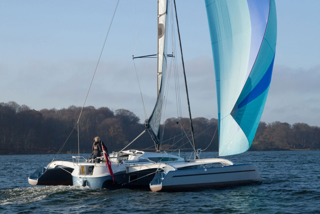 Dragonfly 32 trimaran with spinnaker