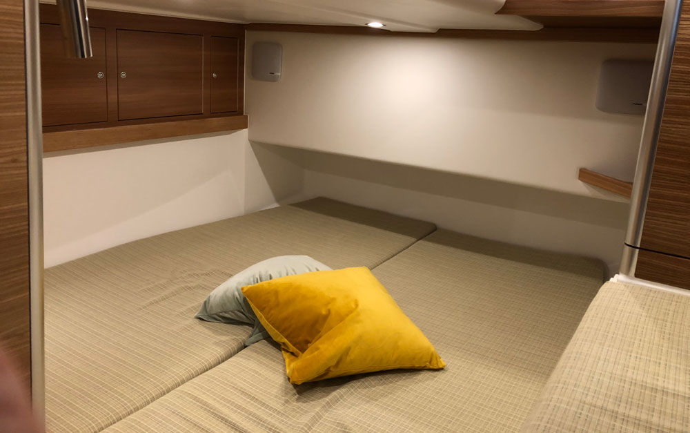 Dragonfly 40 trimaran aft double berth