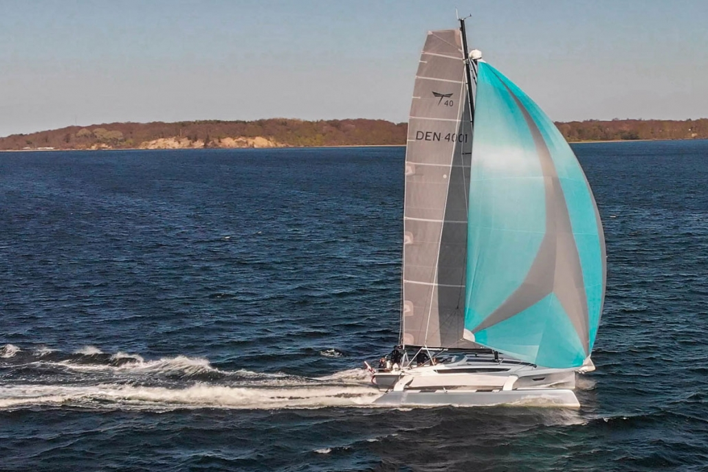 Dragonfly 40 trimaran with spinnaker