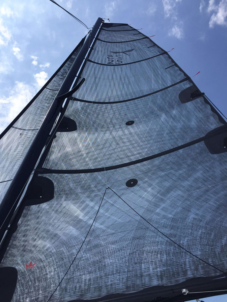 Dragonfly 25 Sport for sale, mast and sails