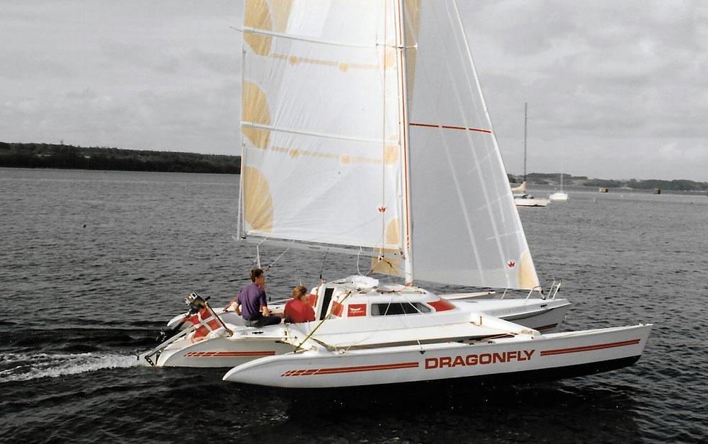 Dragonfly 800 sailing
