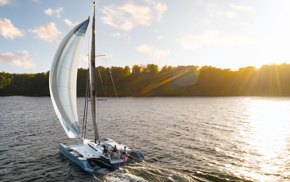 Dragonfly 40 with spinnaker