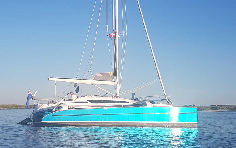 Dragonfly 32 Touring with metallic blue hulls sparking in the sun