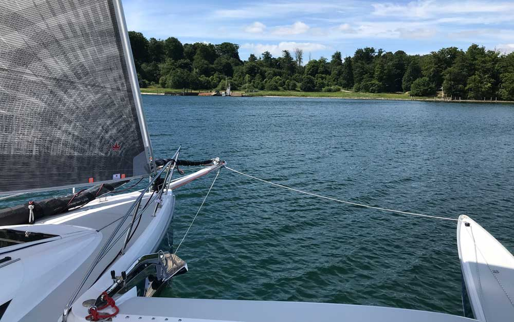 Dragonfly 32 Touring sailing upwind