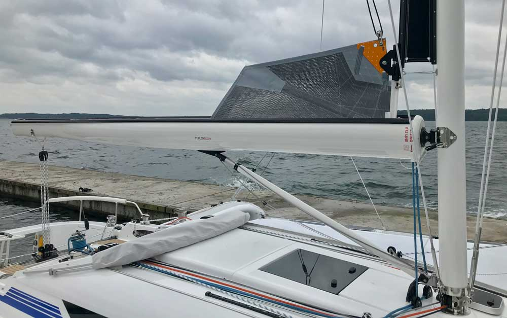 Dragonfly 32 Touring, Furlerboom with mainsail stowed