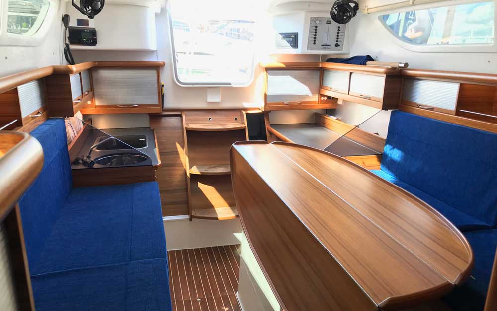 Dragonfly-32 saloon looking aft