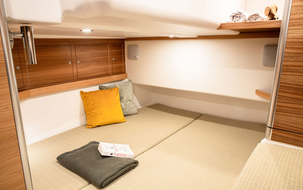 Dragonfly 40 aft cabin
