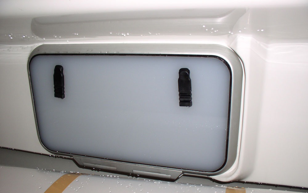 Dragonfly 920 escape hatch